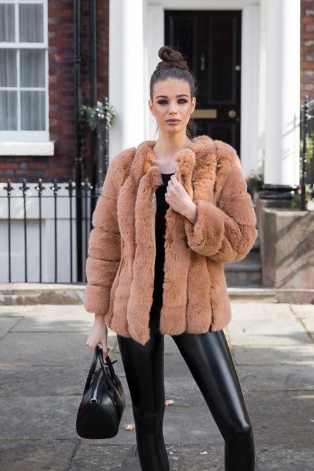 Deli Faux Fur Coat in Tan