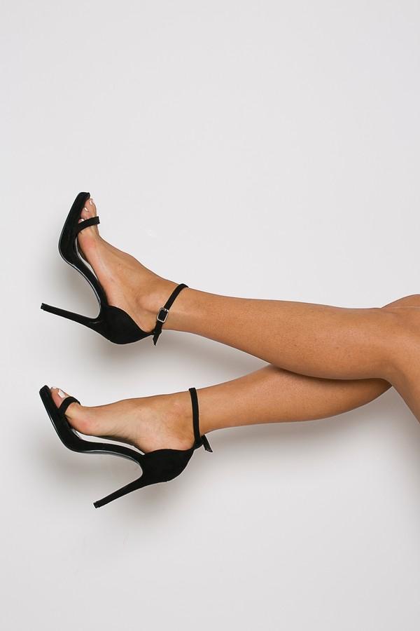 Milan Heel in Black
